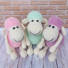 A great beginner project if you want to try crochet toys, this sheep amigurumi is super-easy and super fun.