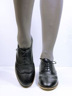 BROGUES - Burnished Italian faux leather microfibre upper that is water resistant, breathable and durable - Classic Wing Tip cut with a full brogue trim and medallion - Decorative top stich along vamp