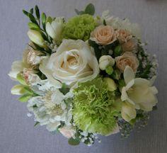 *Des Magnolias sur ma voie lactée*: Compositions florales Mariage Romantique Bohème*Blanc, bleu ciel, vert pastel, pêche*
