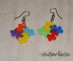 Pendientes hechos con hama beads mini con formas de piezas de puzzle. Precios: //
