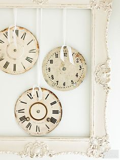 Learn what to look for when you go thrifting to make DIY art for your home! These awesome ideas will give your room the vintage look you want. Learn how to use antiques and rustic finds just like Joanna Gaines to make your thrift haul successful!