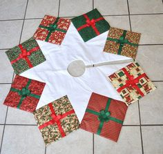 Árbol de Navidad falda acolchada presenta por knitonestitchtoo