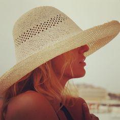 Cappello in paglia orientale Rinaldelli.  #moda #fashion #womenfashion #instaitalia #instaitaly #italy #fascinator #instagood #instadaily #instalike #madeinitaly #arte #artigianato #artigian #ragazza #style #hatsummer #hat #cloche #accessories #artigianatoitaliano #accessoryaddict #modella #modelle #model #igers #igersoftheday #portrait #love #girl