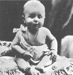 Jean-Paul Sartre em 1906, aos 8 meses.