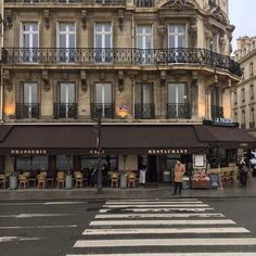 City Aesthetic, Travel Aesthetic, Beautiful World, Beautiful Places, Merci Paris, City Vibe, Belle Villa, Paris Ville, Aesthetic Pictures