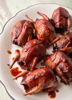 A recipe for prickly pear BBQ sauce, served on slow roasted doves. This barbecue sauce recipe features the fruit of the prickly pear, also known as a tuna. Prickly Pear Jelly, Prickly Pear Recipes, Pear Sauce, Pear Jam, Barbecue Sauce Recipes, Poultry Seasoning, Cooking Recipes, Game Recipes, Crosses