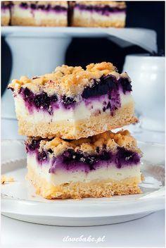 Blueberry Crumb Cake with Greek Yogurt Cream (Polish Recipe) Good Food, Yummy Food, Dessert Cake Recipes, Breakfast Menu, Polish Recipes, Cupcake Cakes, Cheesecake, Food Porn, Food And Drink