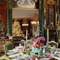 A holiday table setting inspired by Ann Getty's love of Chinoiserie. (Copyright Ann Getty Interior Style by Diane Dorrans Saeks, Rizzoli, Elegant Christmas, Beautiful Christmas, Cosy Christmas, Magical Christmas, Christmas Morning, Tables Tableaux, Interior Styling, Interior Decorating, Decorating Ideas
