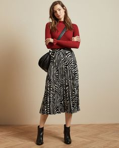 Printed Skirt Outfit, Midi Skirt Outfit, Long Skirt Outfits, Printed Skirts, Midi Wrap Skirt, Black Midi Skirt, Pleated Midi Skirt, Black Skirts, Long Skirts
