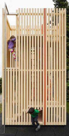 maison en bois pour enfants dans le jardin