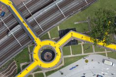 The Luchtsingel / ZUS @archdaily - A ponte The Luchtsingel, em Rotterdam, é a primeira peça de infraestrutura pública do mundo a ser realizada principalmente através de crowdfunding.