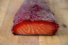 Gravlax salmon with beetroot - I wanna be good Raw Fish Recipes, Fish And Meat, Beetroot, Food Items, Food Inspiration, Love Food, Tapas, The Best, Brunch