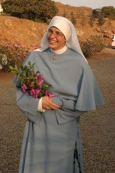 Trinitarians of Mary Catholic Orders, Catholic Art, The Nun's Story, Nuns Habits, Christian World, Bride Of Christ, The Cloisters, Best Sister, Christianity