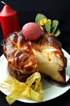 Pasca cu mascarpone si stafide Pastry And Bakery, Sweets Recipes, Sushi, French Toast, Deserts, Pizza, Bread, Breakfast, Tiramisu