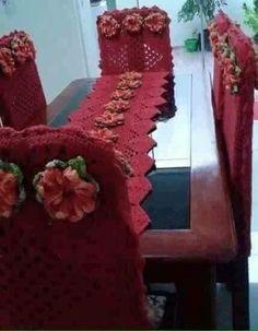 15 Caminho de mesa + capa de cadeiras, Todos em crochê Crochet Table Runner Pattern, Crochet Tablecloth, Crochet Carpet, Crochet Yarn, Birthday Wishes For Son, Diy And Crafts, Arts And Crafts, Ruffle Scarf, Crochet Home Decor
