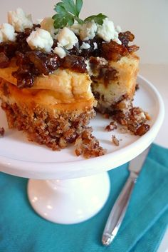 fantastically indulgent- Gorgonzola-Date Cheesecake with Bacon-Pecan Crust & Balsamic Caramelized Onion Topping Savory Cheesecake, Cheesecake Recipes, Appetizers For Party, Appetizer Recipes, Cocktails For Parties, Tasty, Yummy Food, Getting Hungry, Cheese Cakes