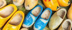 LOS ZUECOS HOLANDESES Aunque hoy son pocos los que los llevan, en su día los klompen fueron el calzado más utilizado en Holanda. Actualmente, sin embargo, se han convertido en el souvenir más vendido de todo el país. [...] Read More