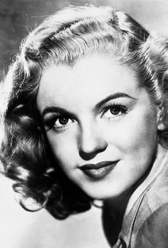 Marilyn Monroe, publicity photo for Twentieth Century Fox, Last Tango In Paris, Portrait Studio, Stunning Brunette, Celebrity Scandal, Bleach Blonde, Blonde Hair, Hilario, Marilyn Monroe Photos, She Girl