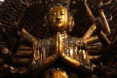 Statue religieuse dans le musée des Beaux Arts d'Hanoi au Vietnam. Hanoi, Statues, Vietnam, Muse, Buddha, Fine Arts Museum, Nun, Fine Art Paintings, Effigy