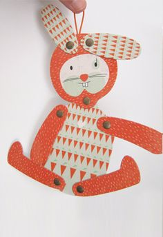 Nicolás Rabbit Can be moved as many times as you want. Play with it, hang it up, frame it. Characteristics: articulated paper animal Images printed on cardboard. It measures approximately 23 cm.