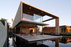The Cresta by Jonathan Segal Architect modern house with infinity / reflection pool