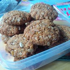 Medovo-ovsené cookies 20 Min, Muesli, Crinkles, Healthy Recipes, Healthy Food, Cereal, Cupcakes, Cookies, Chocolate