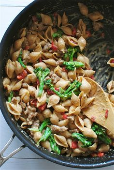 Creamy Roasted Garlic Shells with Italian Sausage, Peppers and Broccoli