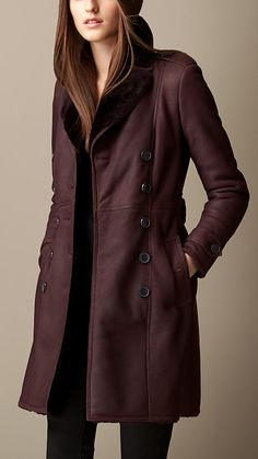 Discover the Burberry women's coat collection, in wool and double-faced cashmere to faux fur. Long Jacket For Girls, Trench Coat Sale, Burberry Trenchcoat, Burberry Women, Burberry Brit, Blazers, Long Jackets, Clothing Items, Coats For Women