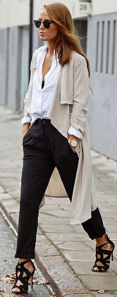 Nude Trench On Black And White Fall Street Style Inspo #Fashionistas