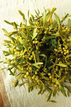 mistletoe berries #wreath