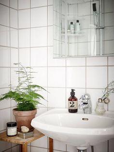 myidealhome:   clean white tiles (via Stadshem) - Modern Vintage Interior
