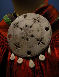 Saami-brooch - Ice Raven - Sub Zero Adventure - Copyright Gary Waidson, All rights reserved. Lappland, Diy Calendar, My Roots, Yule, Bushcraft, Traditional Outfits, Handicraft, Raven, Art Reference