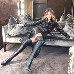 Sexy Legs And Heels, Sexy Boots, Black Boots, High Leather Boots, Leather And Lace, Leather Fashion, Fashion Boots, Trent Coat, Elegantes Outfit Frau