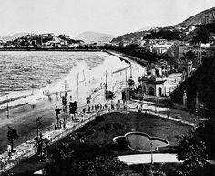 """Title: Undertow. Russel Beach, City of Rio de Janeiro. March 7, 1913.<br /> <br /> Ressaca de 7 de março de 1913. Segundo fontes da época, o mar neste dia danificou grande parte da então Avenida Beira-Mar, derrubando a muralha de granito em vários pontos que a orlava e """"colocando em perigo de vida as famílias que residiam nos palacetes"""" (sic) à beira do mar. Se vê ainda na imagem os Jardins do antigo Palácio Monroe, onde hoje é a praça Mahatma Gandhi, a entrada do Passeio Público, e parte…"""