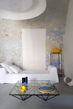Capri Suite, old walls