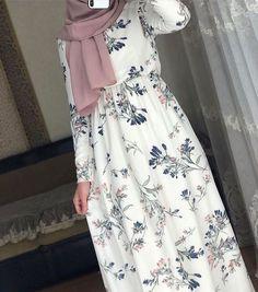 Dresses has beautiful ❤️♥️ – Hijab Fashion 2020 Modest Fashion Hijab, Modern Hijab Fashion, Muslim Women Fashion, Street Hijab Fashion, Modesty Fashion, Hijab Fashion Inspiration, Islamic Fashion, Fashion Dresses, Fashion Clothes