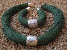 Set Necklace and bracelet Natural Linen green hornet by espurna88