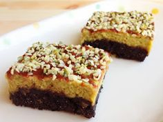 Wholly Vegan: Raw Brownies with Avocado Cashew Frosting Raw Vegan Brownies, Avocado Brownies, Raw Vegan Desserts, Gluten Free Sweets, Healthy Sweets, Vegan Raw, Sweets Recipes, No Bake Desserts, Real Food Recipes