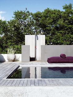 pool and outdoor shower - Villa in Bonaire by Piet Boon Living Haus, Pool Shower, Pool Water Features, Outdoor Bathrooms, Outdoor Showers, Modern Pools, Garden Architecture, Tropical Architecture, Beach Villa