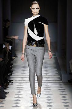 Rough edges - Balenciaga, 2009 Fashion 101, What Is Fashion, Latest Fashion Trends, Runway Fashion, Fashion Beauty, Womens Fashion, Female Fashion, Balenciaga, Milan Fashion Weeks