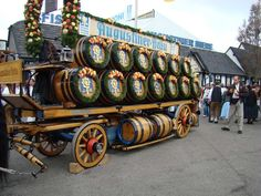 oktoberfest beer keg wreath | Found on nakashima.dyndns-server.com