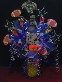 A friend of mine makes these candy bouquets. Man Bouquet, Gift Bouquet, Sucker Bouquet, Candy Boquets, Candy Arrangements, Candy Centerpieces, Cowboy Theme Party, Creative Money Gifts, Gift Baskets For Men
