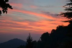 Tramonto dalle mura - foto di Emanuela Giamilla Acerbi --- Questa fotografia partecipa al Concorso Fotografico Bergamo, per votarla condividila dalla pagina Facebook http://on.fb.me/1bfzk4E (la trovi tra i post di altri) e carica anche tu le tue foto su www.orobie.it per partecipare al concorso!
