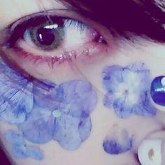 押し花タトゥーをやってみたくてアイロンで作って貼って撮って これで外は歩けないなあ 二度見要因 #押し花タトゥー #紫陽花 #紫