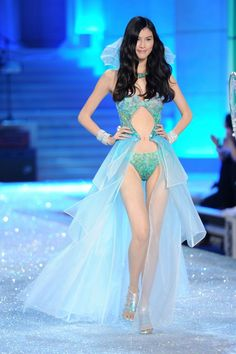25 best looks in Victoria's Secret Fashion Show History