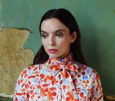 NOTION talks to talented actress Jodie Comer about playing Chloe from the much-loved TV series My Mad Fat Diary and her challenging upcoming role in new BBC drama about a young girl taken captive. English Actresses, British Actresses, Hollywood Actresses, Five Jeans, The White Princess, Jodie Comer, Portraits, Fashion Designer, Bow Blouse