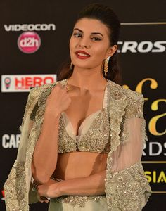 How to: get Jacqueline Fernandez' classic cat-eye pairing | VOGUE India
