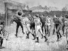 En 1891 se produjo un ligero acortamiento, pero los shorts estaban aún por debajo de la rodilla, como se puede ver en la ilustración de la final de la FA Cup entre Blackburn Rovers y el Notts County.  A principios de siglo en los años 20's Charlie Roberts jugadior del Manchester United,fue un pionero de la moda, usando lo que se considera indecente shorts cortos. Roberts fue un caso extremo y la mayoría de los jugadores persistió con pantalones cortos hasta la rodilla.