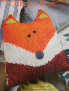 OLIVER FOX  -  CUSHION  -  KNITTING PATTERN
