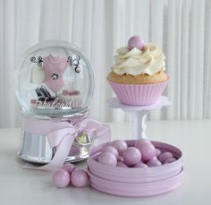 Passion 4 baking » fluffy white cupcakes & Bubblegum chocolate frosting
